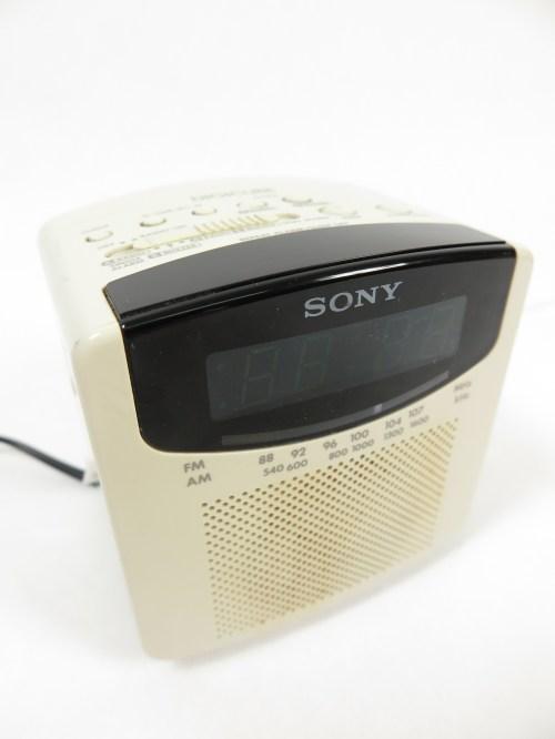 Bild 2 von 80er Radiowecker DIGICUBE