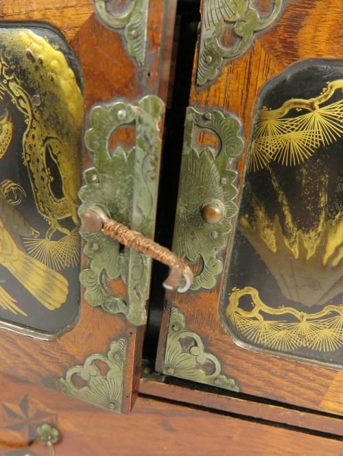 Bild 7 von Antiker chinesischer Schmuckschrank